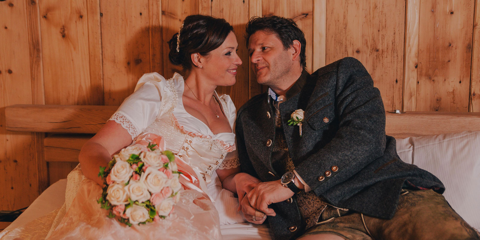 NadineLorenzFotografie_Hochzeit_Schoenblick_HoherBogen_Tracht_06.jpg