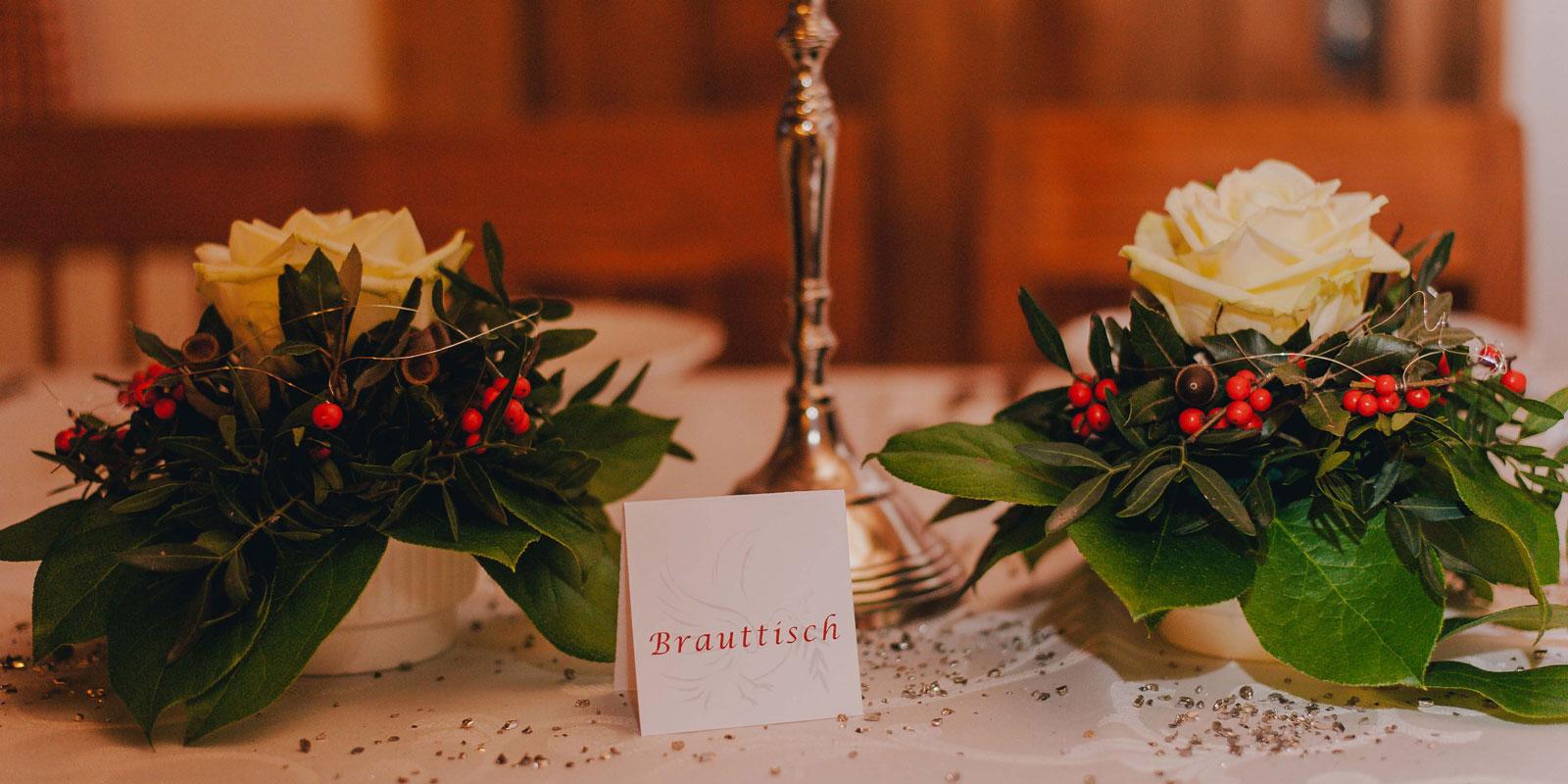 NadineLorenzFotografie_Hochzeit_Schoenblick_HoherBogen_Tracht_20.jpg